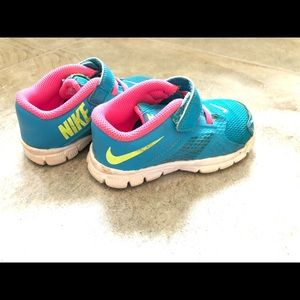 Nike tennis shoes size 8 used